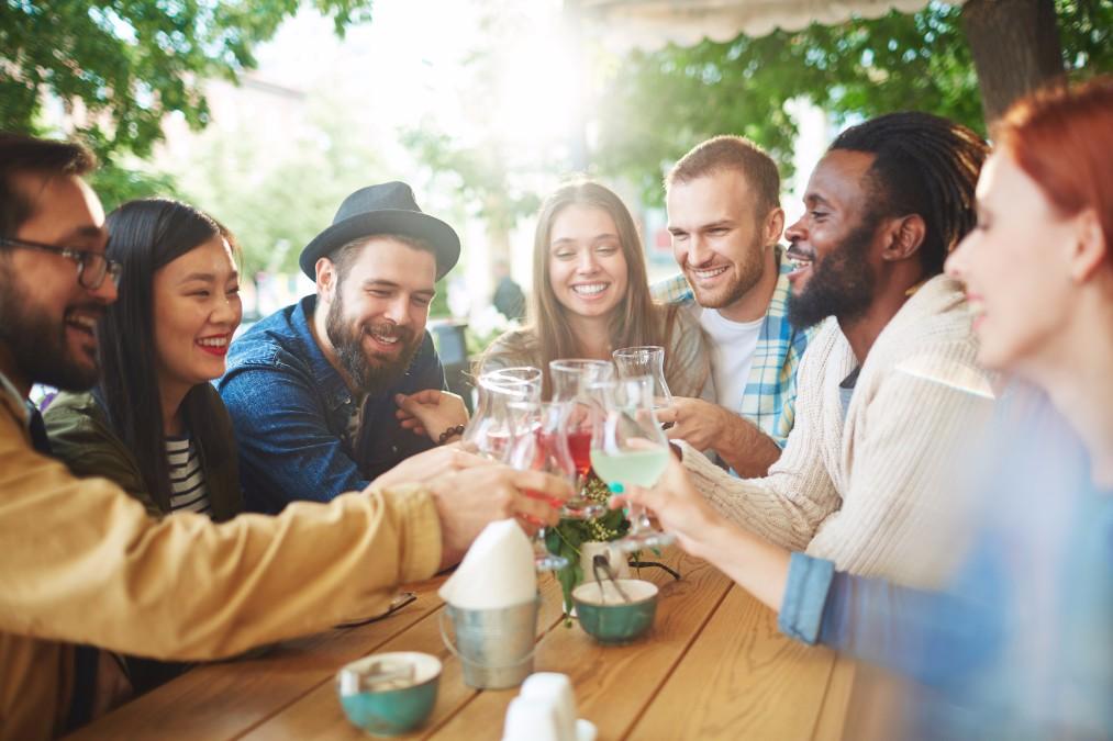 フランス人の友人からホームパーティーに誘われた時の、楽しいひと時の過ごし方