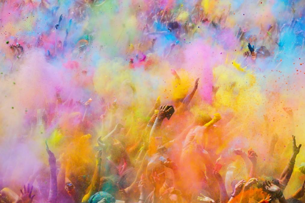 インドの春と言えば、カラフルな色のお祭り【ホーリー】です!