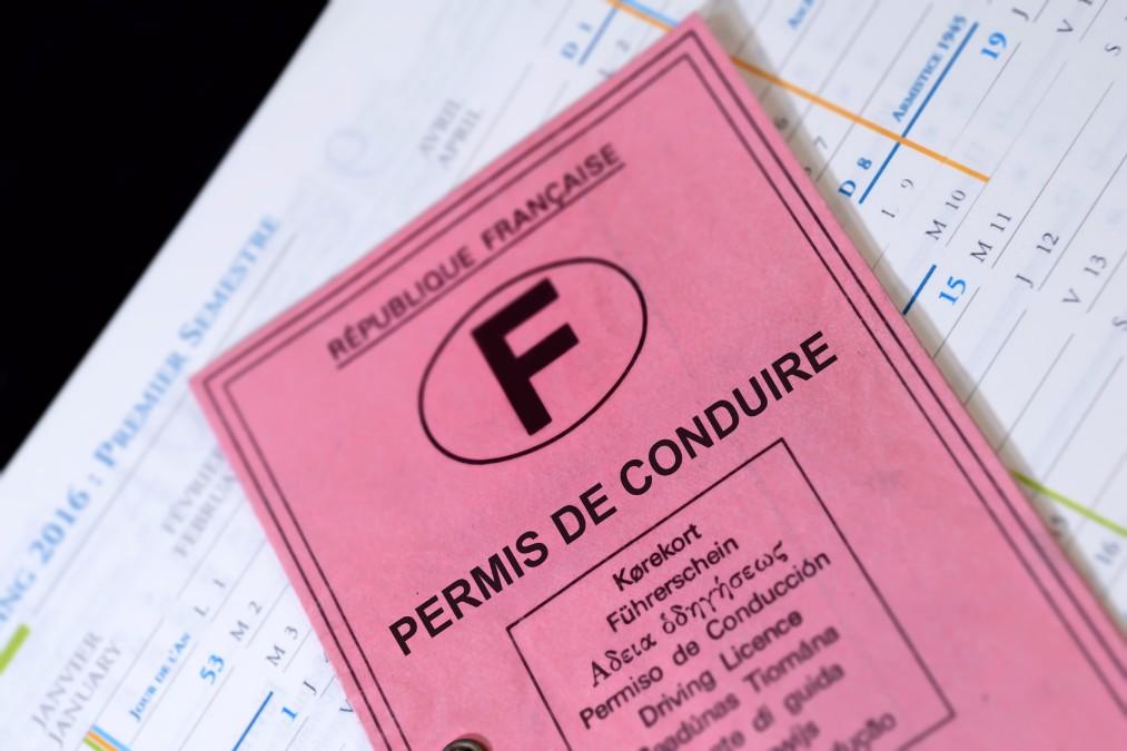 フランスで車に乗りたい!知っておきたい運転免許と交通事情