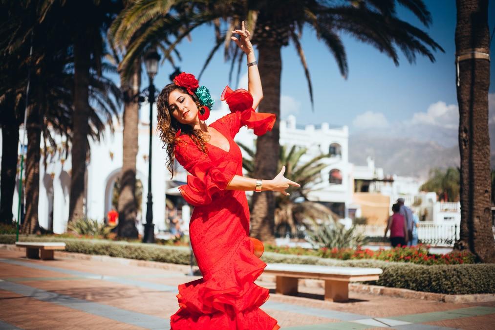 スペイン旅行!夏のイベントや食文化、過ごし方について